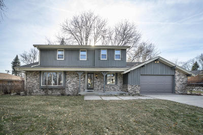 Milwaukee County Single Family Home For Sale: 9601 W Marcelle Ave