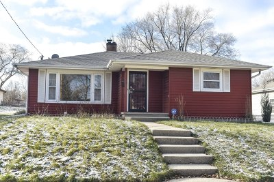 Waukesha WI Single Family Home For Sale: $200,000