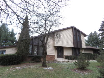 Waukesha County Single Family Home For Sale: N83 W28011 Center Oak Rd
