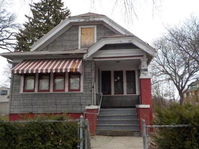 Milwaukee County Single Family Home For Sale: 2602 N 9th St