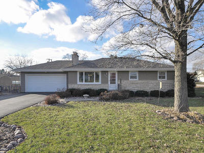 Racine Single Family Home Active Contingent With Offer: 3652 N Newman Rd