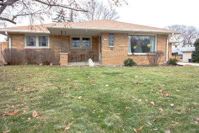 West Allis Single Family Home For Sale: 2578 S 90th St