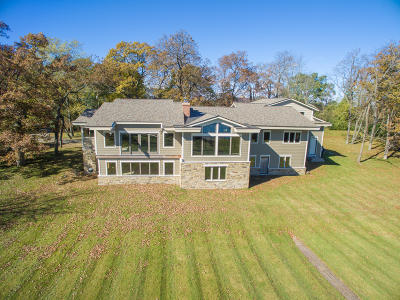 Summit WI Single Family Home For Sale: $825,000