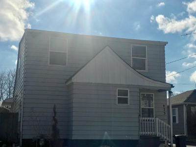 Kenosha Single Family Home For Sale: 923 83rd St