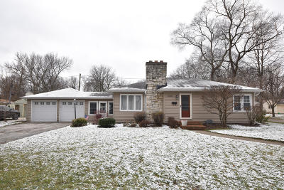 Waukesha WI Single Family Home For Sale: $208,000
