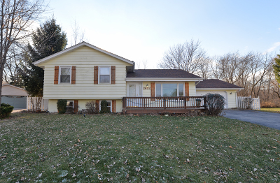 Racine Single Family Home Active Contingent With Offer: 2652 Moraine Ct