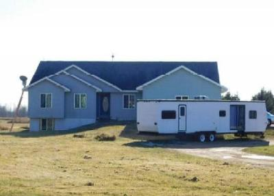Marinette County Single Family Home For Sale: 613 S Hoff Rd