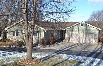 Waukesha County Single Family Home For Sale: N49w27714 S Courtland Circle