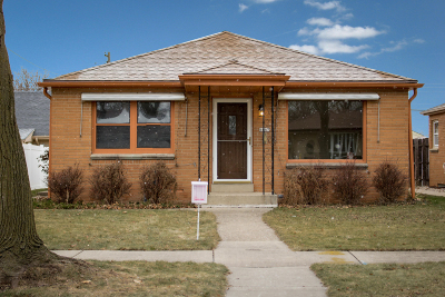 Milwaukee County Single Family Home For Sale: 4047 N 89th St.