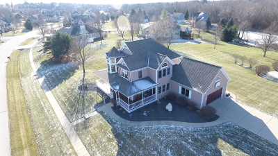 Oconomowoc Single Family Home For Sale: 1373 Forest View Ln