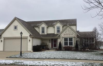 Waukesha Single Family Home Active Contingent With Offer: 1632 Auburn Ct