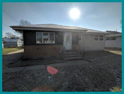 Milwaukee County Single Family Home For Sale: 7819 W Lynmar Ct