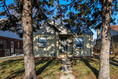 Milwaukee County Single Family Home For Sale: 2920 W Roosevelt Dr