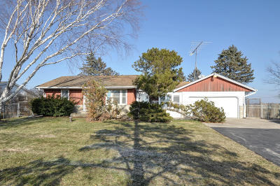 Racine County Single Family Home For Sale: 7086 W 7 Mile Rd