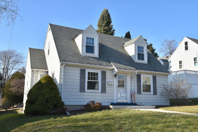 Ozaukee County Single Family Home For Sale: 317 S Garfield Ave
