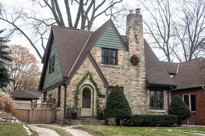 Wauwatosa Single Family Home For Sale: 8015 Hillcrest Dr