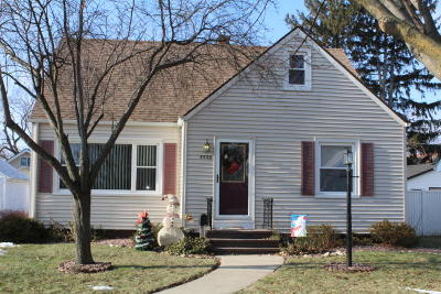 Kenosha Single Family Home For Sale: 5522 36th Ave