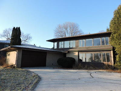 Sheboygan Single Family Home For Sale: 1 North Point Dr