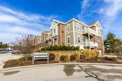 Waukesha County Condo/Townhouse For Sale: 1544 Roxbury Way #206