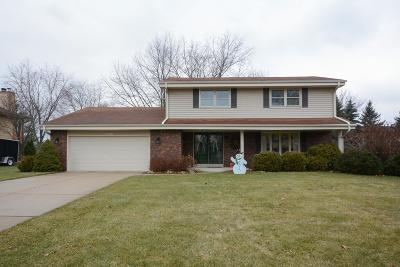 Single Family Home Active Contingent With Offer: W224n2615 Ridgewood Ln