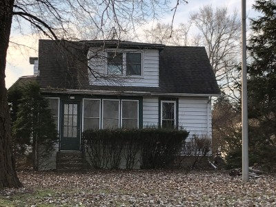 Waukesha County Single Family Home Active Contingent With Offer: 579 S Concord Rd