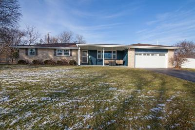 Waukesha Single Family Home For Sale: 485 Claremont Ct