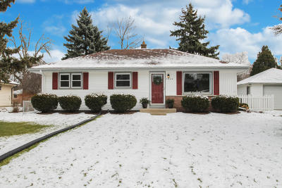 Waukesha County Single Family Home For Sale: 3600 S 158th St