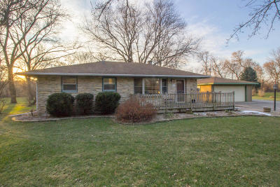 Waukesha County Single Family Home For Sale: W227n5961 Lynwood Dr