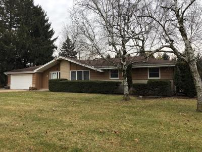 Menomonee Falls Single Family Home For Sale: W152n7368 Westwood Dr