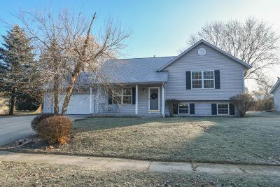 Oconomowoc Single Family Home Active Contingent With Offer: 1285 Heather Cir