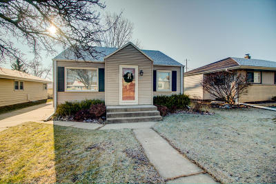 Milwaukee County Single Family Home For Sale: 9213 W Schlinger Ave