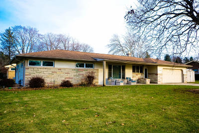 Waukesha County Single Family Home For Sale: 3020 Arbor Dr