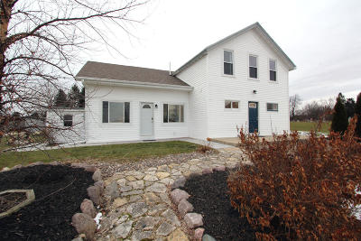 West Bend, Town Of West, Town Of Trenton Single Family Home For Sale: 6277 Nabob Dr