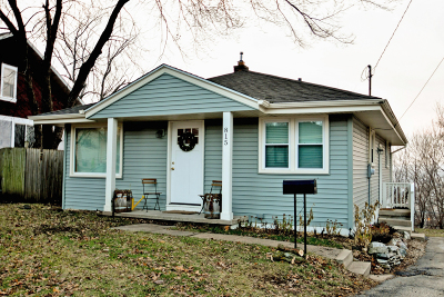 Waukesha County Single Family Home For Sale: 815 Buena Vista Ave