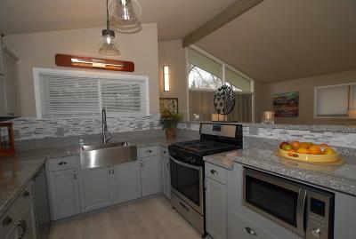 Oak Creek WI Single Family Home For Sale: $239,900