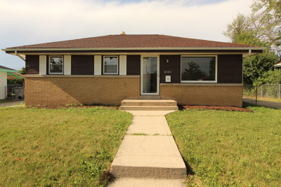Milwaukee Single Family Home For Sale: 8104 W Winfield Ave