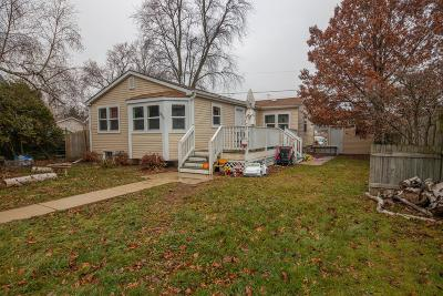 Kenosha Single Family Home For Sale: 800 76th St