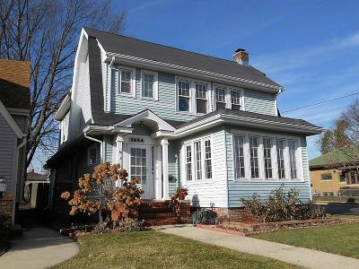 Racine County Single Family Home For Sale: 1654 Carlisle Ave