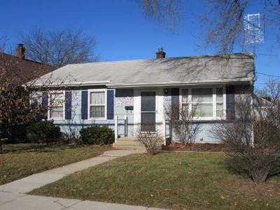Kenosha Single Family Home For Sale: 2216 76th St