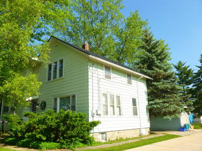 Waukesha Single Family Home For Sale: 233 W Wabash Ave