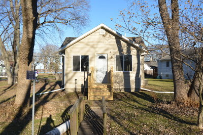 Racine County Single Family Home For Sale: 2715 Marshall Square