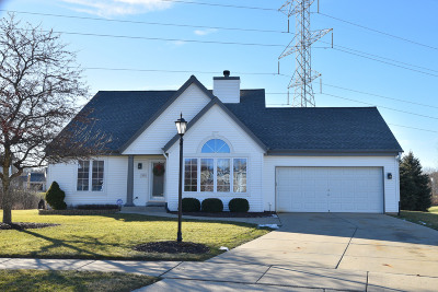 Waukesha Single Family Home Active Contingent With Offer: 1908 Longbow Ct