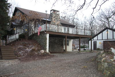 Wales Single Family Home Active Contingent With Offer: 613 N Taliesin Rd