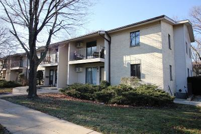 New Berlin Condo/Townhouse Active Contingent With Offer: 1671 S Coachlight Dr