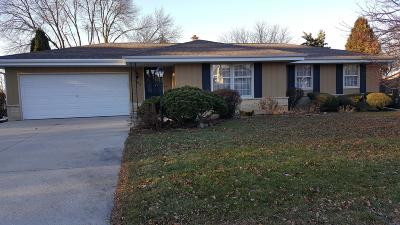 Waukesha Single Family Home Active Contingent With Offer: 1950 Rambling Rose Rd