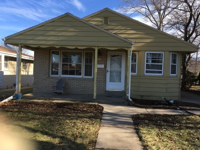Greenfield Single Family Home Active Contingent With Offer: 3712 S 53rd St