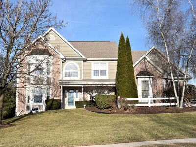 Waukesha Single Family Home For Sale: 1913 Tree Line Ct