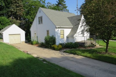 Watertown WI Single Family Home Active Contingent With Offer: $129,500