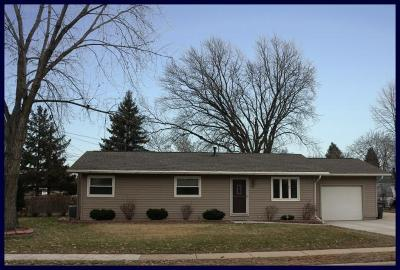 Lake Mills Single Family Home Active Contingent With Offer: 934 E Prospect St