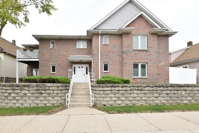 West Allis Condo/Townhouse Active Contingent With Offer: 1455 S 70th St #101
